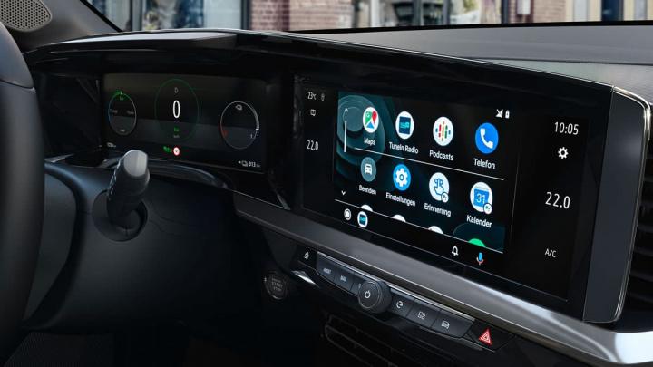 Imagem do interior do Opel Mokka-e