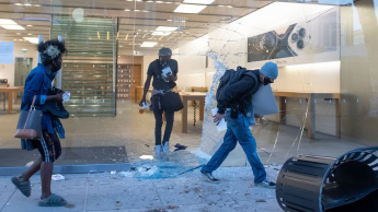 Imagem assalto lojas Apple nas manifestações