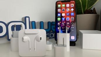 Imagem iPhone 11 Pro Max com carregador e earPods Apple