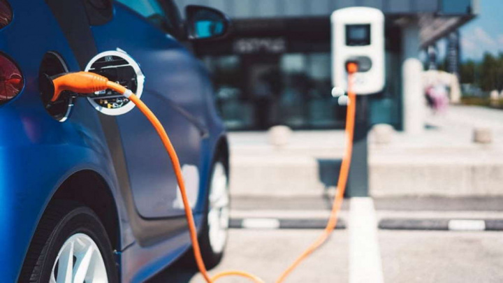 Bombas combustivel Alemanha carros elétricos