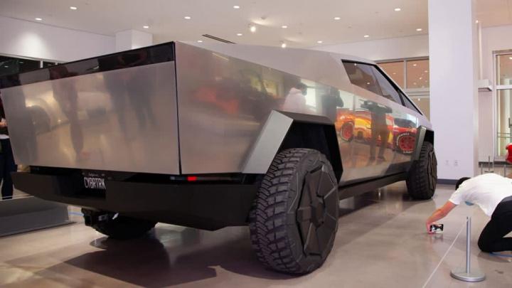 Image of the Tesla Cybertruck pick-up