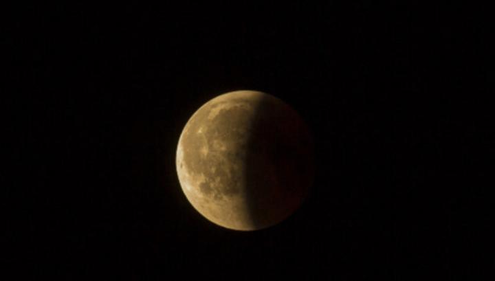 Hoje é dia de Eclipse Lunar! A Lua vai ficar na zona de sombra da Terra