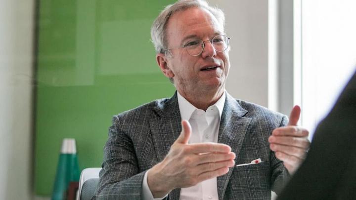 Imagem Eric Schmidt, ex-CEO da Google, diz que a Huawei é uma ameaça