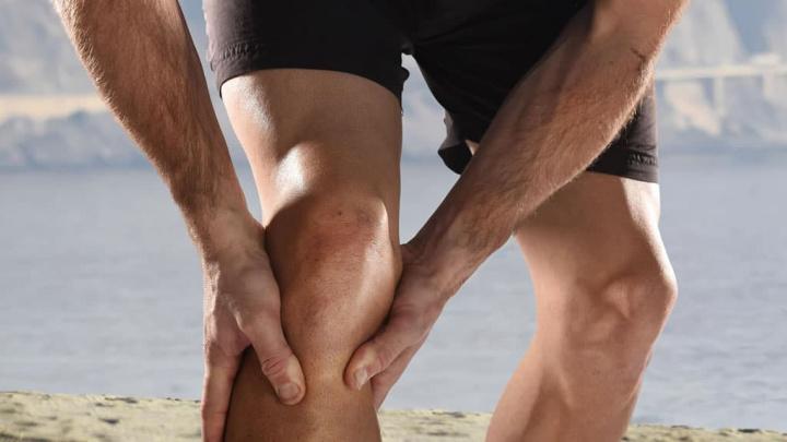 Imagem de joelho com lesão que poderá ter num forte hidrogel um substituto da cartilagem danificada