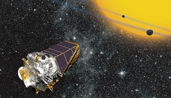 Imagem planetas descobertos no meio das estrelas