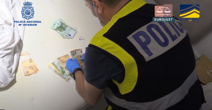 """Polícia """"manda abaixo"""" rede ilegal de IPTV com 2 milhões de subscritores"""