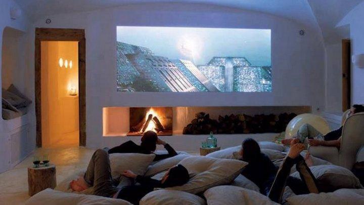 Transforme o seu quarto numa sala de cinema com um projetor
