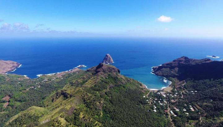 Imagem das Ilhas Marquesas que têm algo na profundidade de 3 quilómetros para o núcleo da Terra