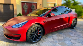 Imagem Tesla com bateria para 16 anos