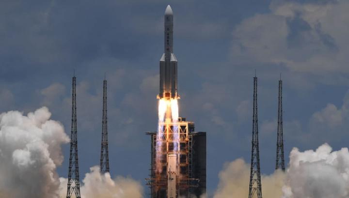 Imagem do foguetão da China, o Long March 5, que leva a sonda até Marte