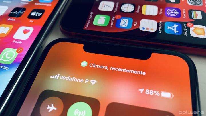 Imagem notificação com pontos verde e laranja no iPhone com iOS 14