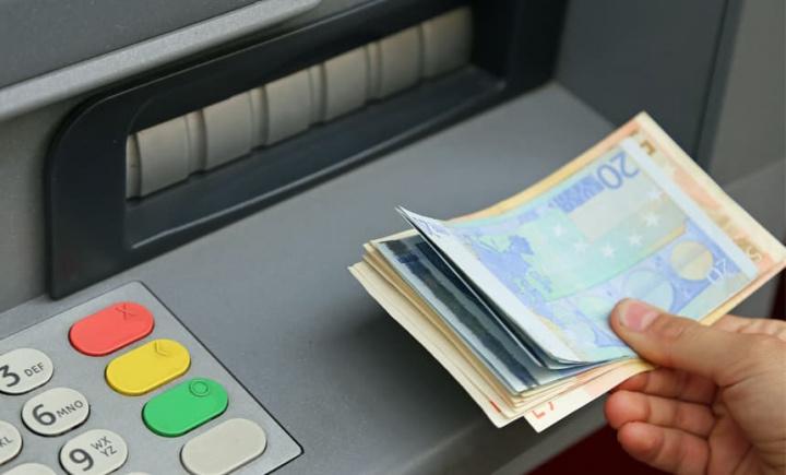 """Jackpotting: Quando as máquinas de multibanco """"cospem"""" dinheiro"""