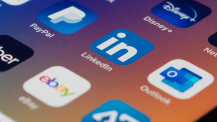 LinkedIn iOS dados iPhone clipboard