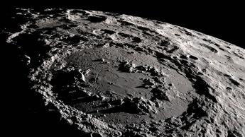 Imagem crateras da Lua que poderão ser muito metálicas