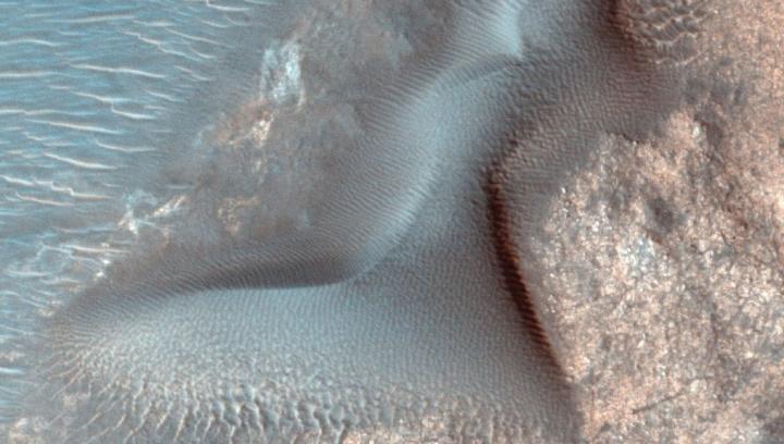 Pela primeira vez cientistas detetaram megaondulações de areia em Marte