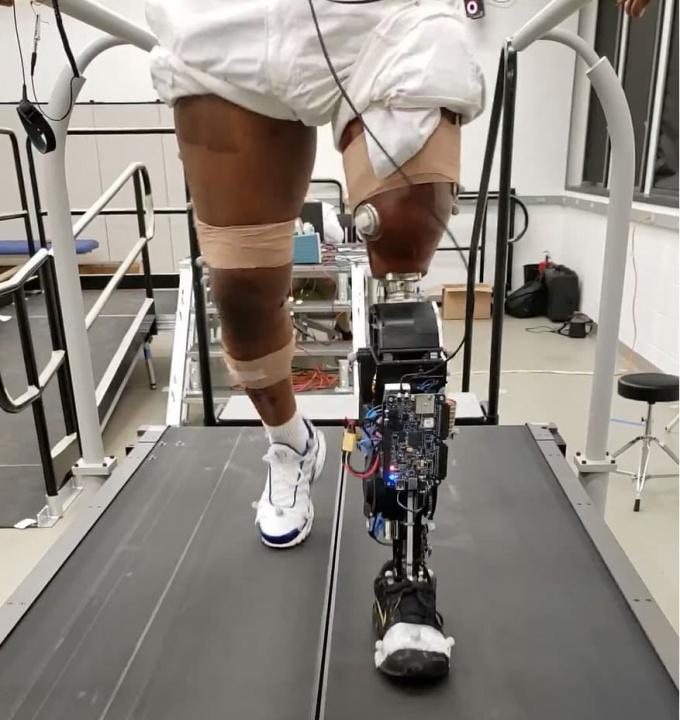 Imagem prótese de perna robótica com motores da Estação Espacial Internacional