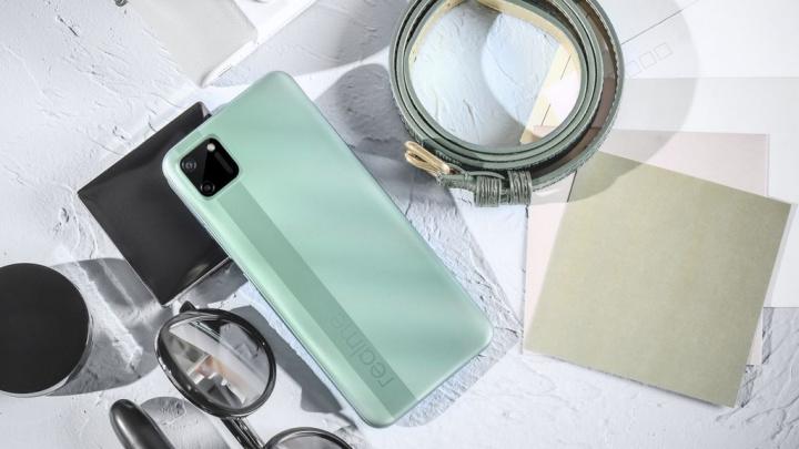 realme lança smartphone de entrada de gama com carregamento inverso
