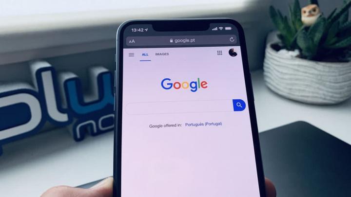 Google search engine image on Apple Safari