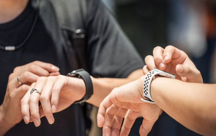 COVID-19: O seu relógio vai dizer-lhe se esteve com alguém infetado