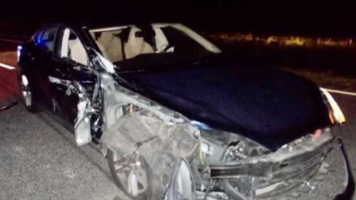 Imagem Tesla Model S acidentado