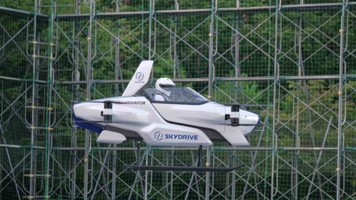 Carro voador japonês descola com um passageiro pela primeira vez