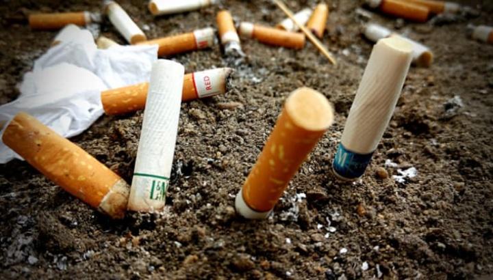 Beata de cigarro no chão vai custar até €250! Multas a partir de sexta-feira