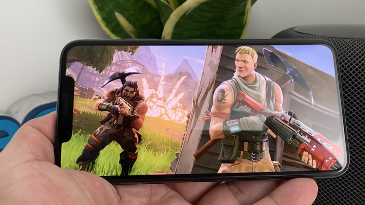 Imagem iPhone da Apple a correr Fortnite da Epic Games