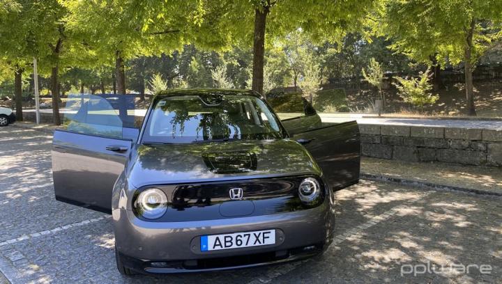 Imagem carro 100% elétrico Honda e