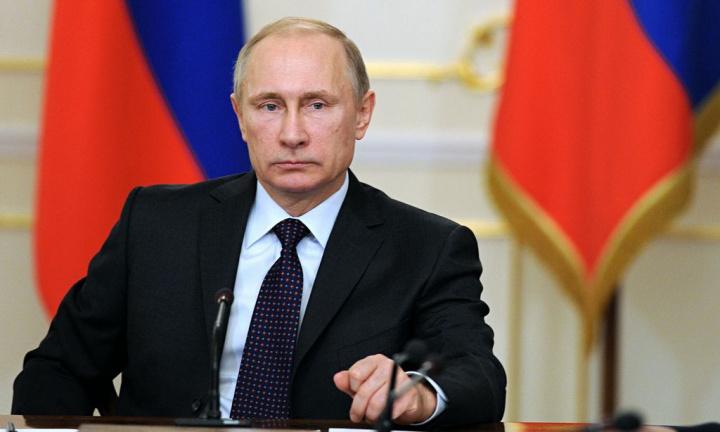 COVID-19: Primeira vacina é registada pela Rússia, antes de se completar a fase 3