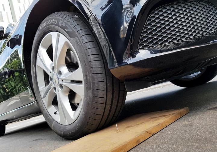 Procura um pneu que não fure? Só chegam em 2024