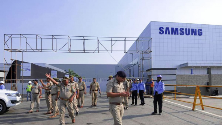 Imagem da fábrica de smartphones da Samsung na Índia