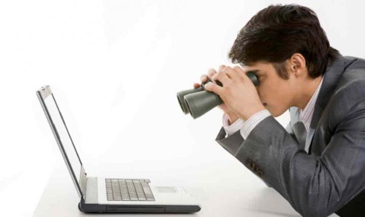 """Teletrabalho: Há empresas a """"espiar"""" os trabalhadores em Portugal"""
