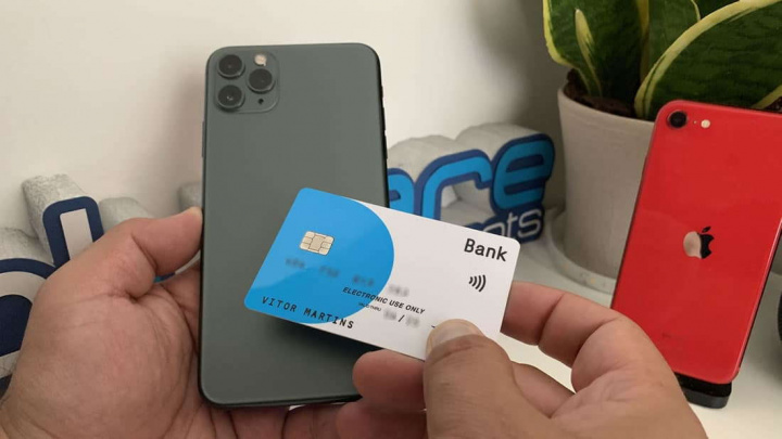 Imagem iphone com Apple Pay e pagamentos contactless