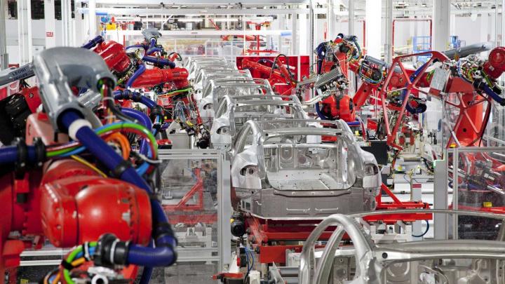 """Tesla: Baterias """"2170"""" com aumento de 20% na densidade de energia"""