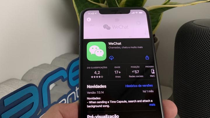 Imagem iphone 11 Pro Max com a Appl Store a descarregar o WeChat