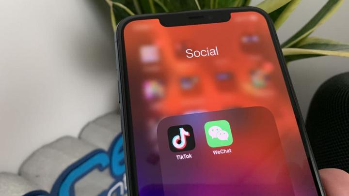Imagem app TikTok e WeChat no iOS no iPhone da Apple