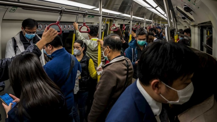 COVID-19: Um assintomático pode infetar dezenas de pessoas num autocarro?