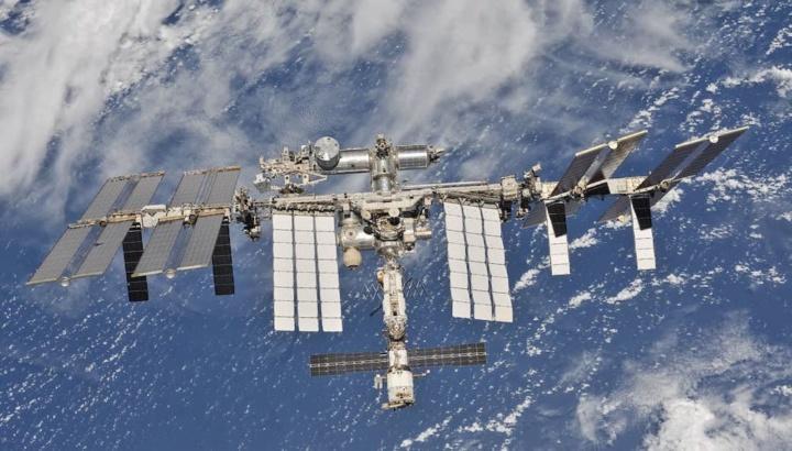 Imagem Estação Espacial Internacional a fugir do lixo espacial