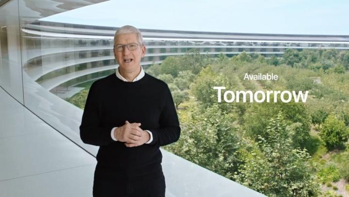 Imagem CEO da Apple a apresentar o iPhone 12