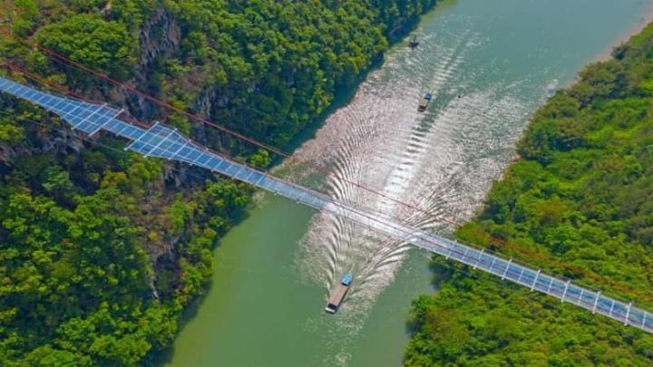 China construiu a ponte de fundo de vidro mais longa do mundo