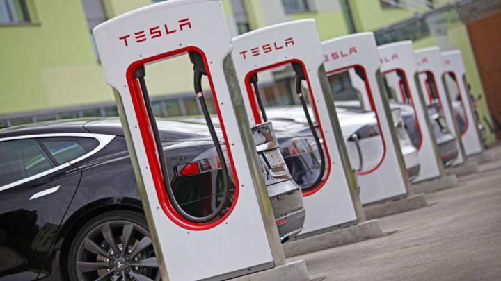 Tesla Supercharger borla carros elétricos