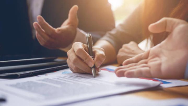 Tamanho das letras pequenas dos contratos de adesão pode mudar em breve