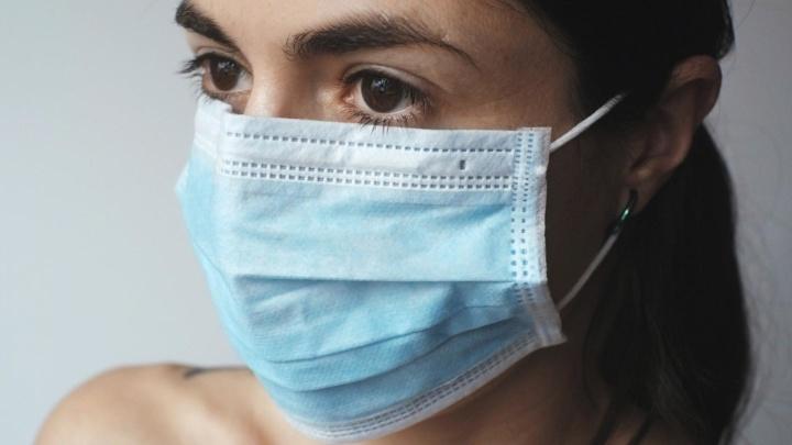 COVID-19: Uso de máscara reduz para metade o número de infeções