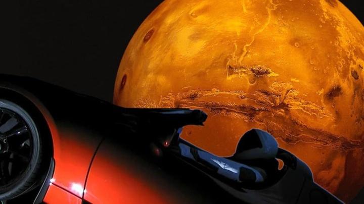 Ilustração Starman da SpaceX dentro do Tesla Roadster de Elon Musk a passar Marte
