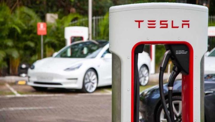 Tesla dá super avanço à concorrência no mercado dos elétricos