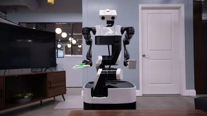 Robô convencional a circular pelo chão.