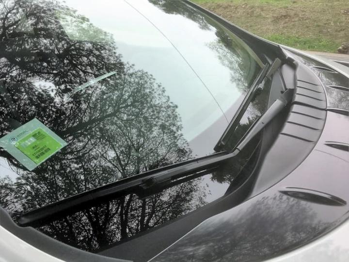 É oficial! Dístico do seguro do carro deixa de ser verde e agora é branco