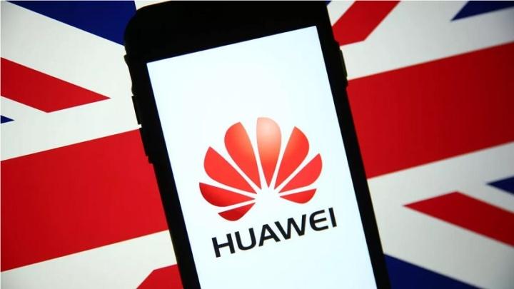Reino Unido proíbe instalação de equipamentos 5G da Huawei após setembro de 2021
