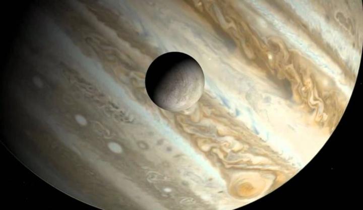 A lua Europa sob o magnífico Júpiter
