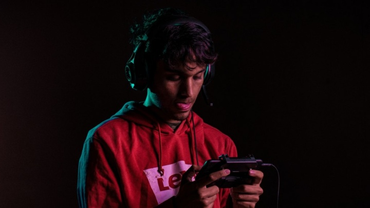gamer no smartphone - foto @tarun_savvy